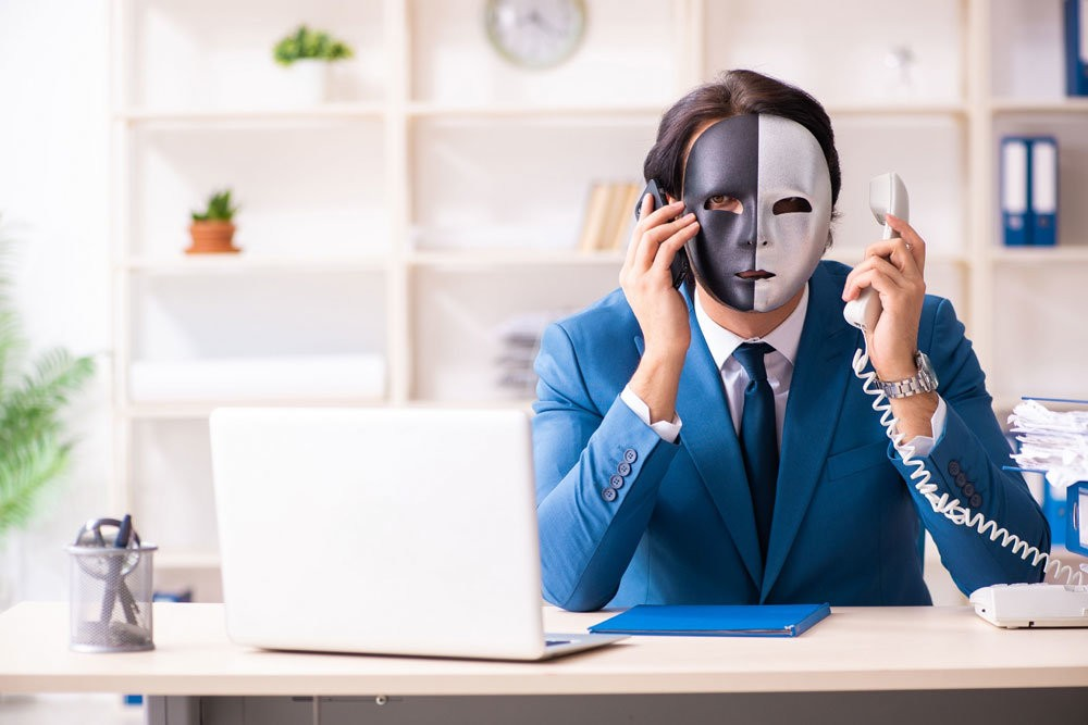 Звонят из банка и спрашивают, знаю ли я такого человека — что делать?